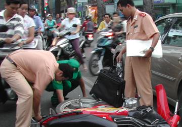 Khi xảy ra tai nạn giao thông, công ty bảo hiểm có thể thay mặt chủ xe bồi thường trực tiếp cho nạn nhân. Ảnh minh họa: MH
